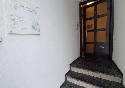 Eingang zur Naturheilpraxis Fügel