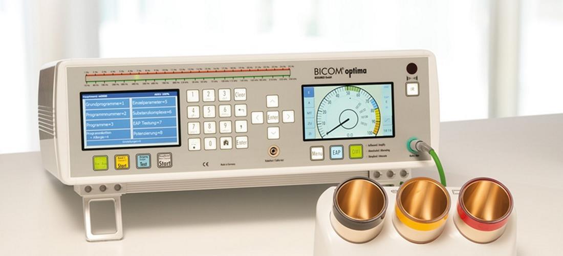 Gerät zur Bioresonanztherapie der Firma Bicom, in der Naturhielpraxis Fügel in Stuttgart